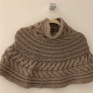 United Colors of Benetton beige shirt knit poncho